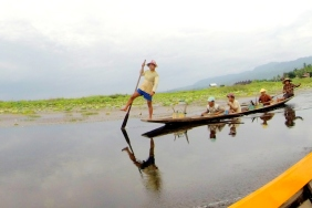 Stand up padding at Inle Lake